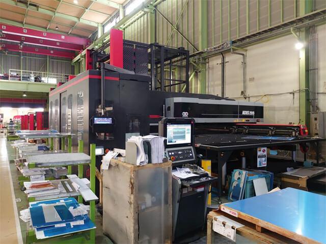 レーザ複合マシンACIES-2515Tの写真